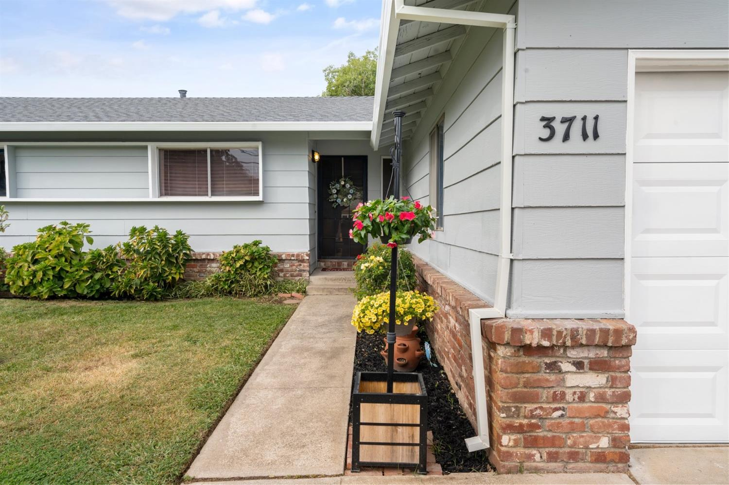 Location!Location!Home is in Desirable Carmichael Neighborhood. Walking Distance to: American River,