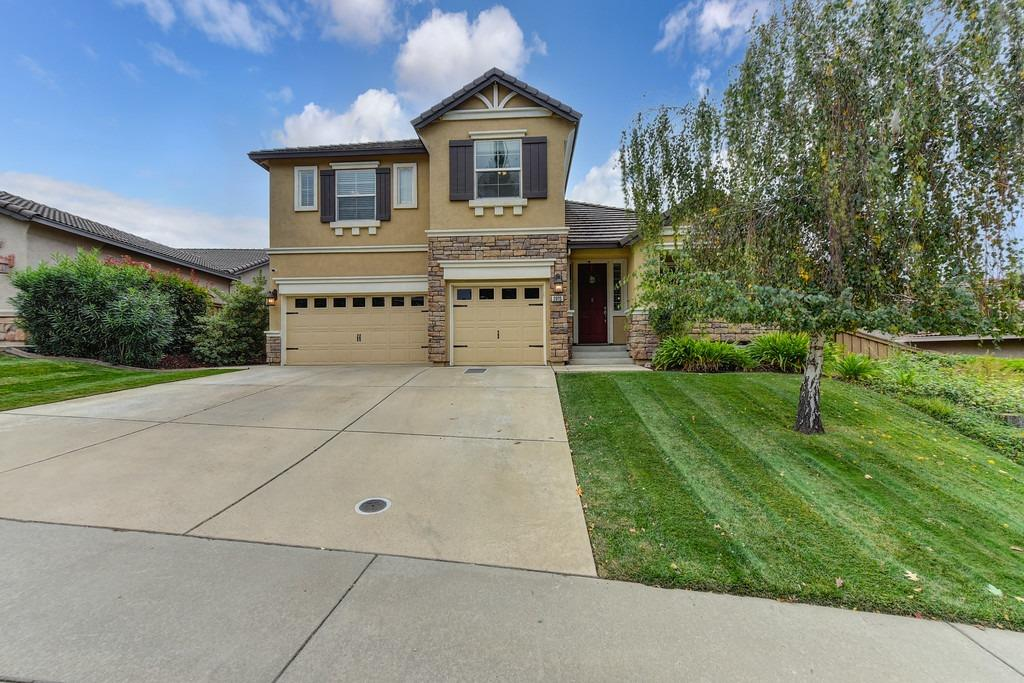 Welcome home to Empire Ranch.  This home features a bright open floorplan, separate living & family