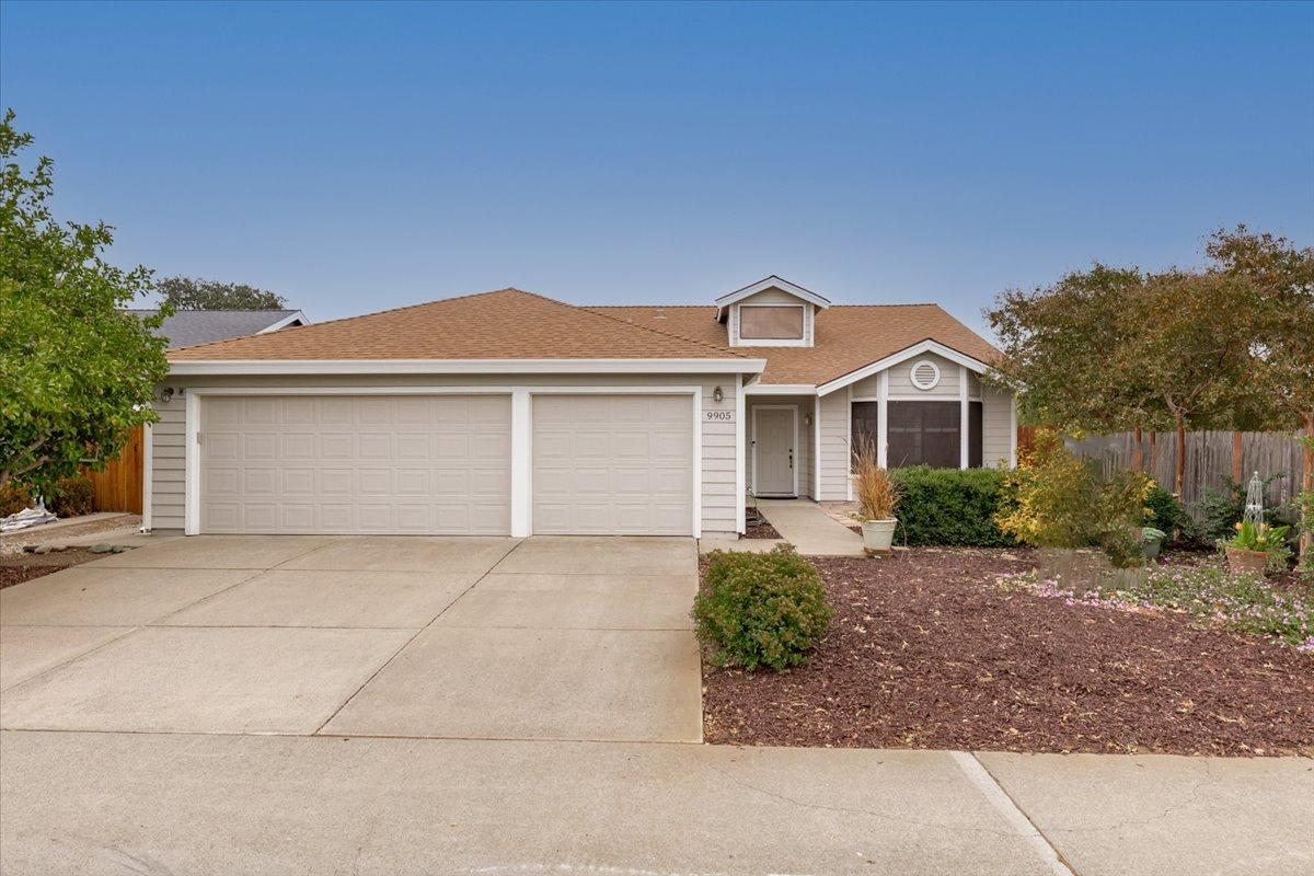 Adorable single story, 4 bed/2 bath, 3 car garage, 2,026sf home in Elk Grove. Very well taken care o