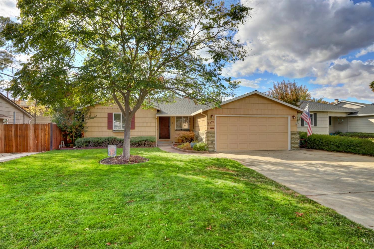 Stylish and Chic in Garden of the Gods!!!   With over 1500 square feet, this beautiful 3 bedroom and